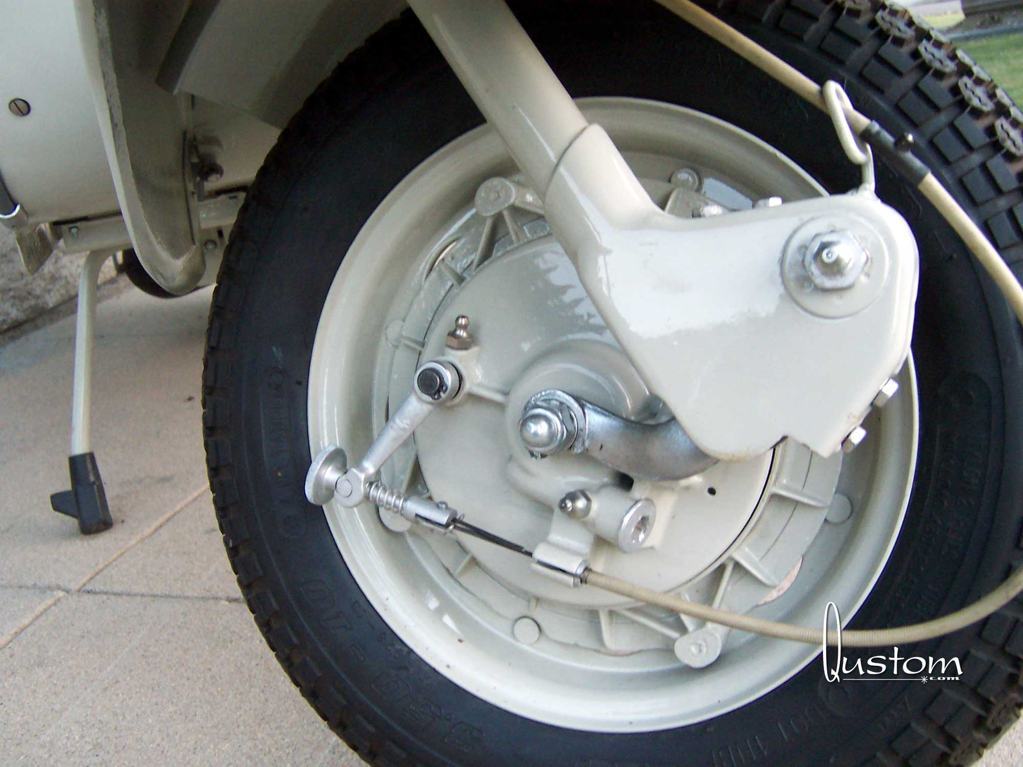 05-tim-white-front-wheel-right.jpg